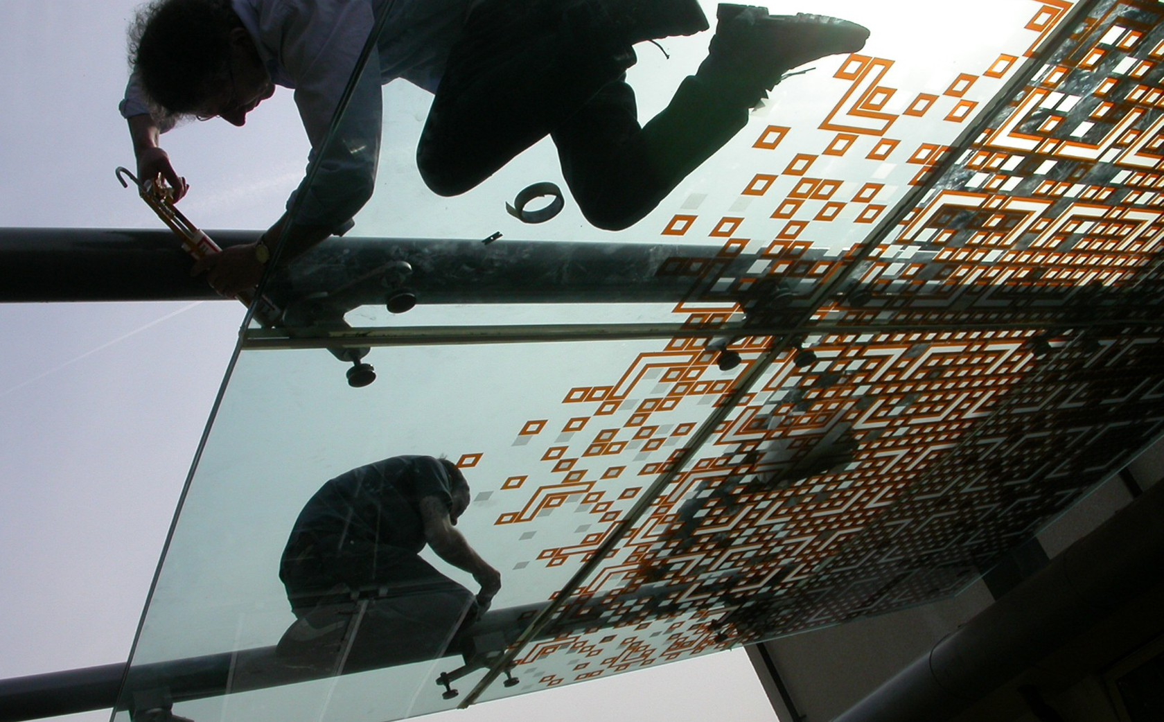 Installation stage. Suspended glass canopy design.