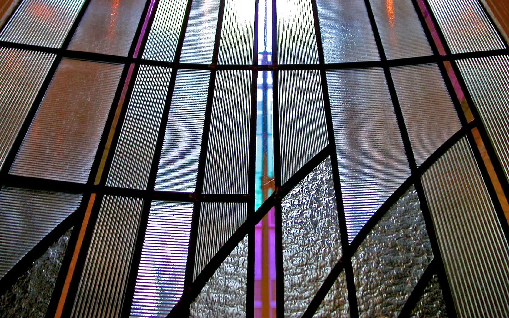 Light maximisation glass qualities to enhance/reflect light on Art Deco Stained Glass window