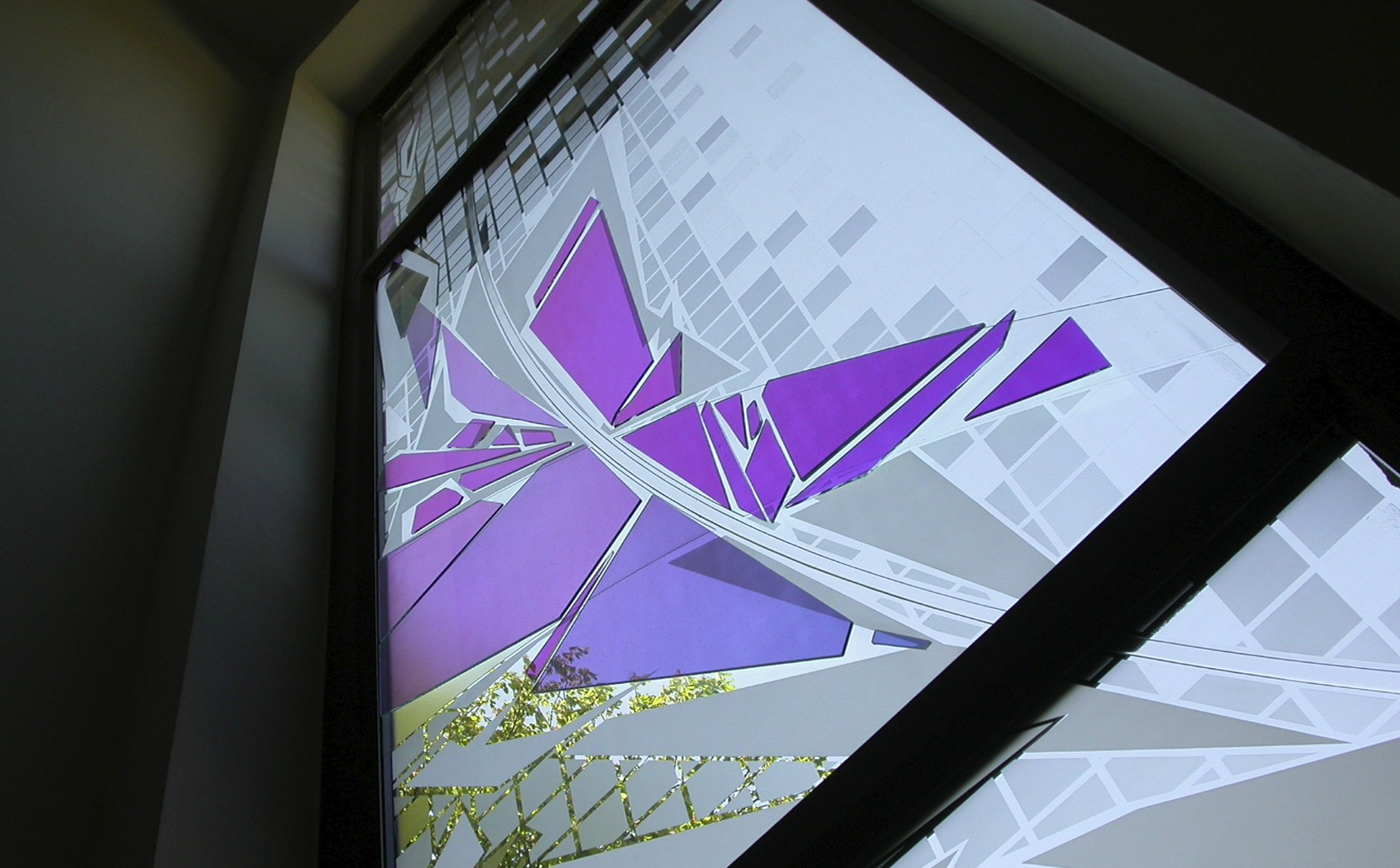 A bespoke glass art installation to create a focal point in response to a highly designed interior with changing light qualities of dichroic glass