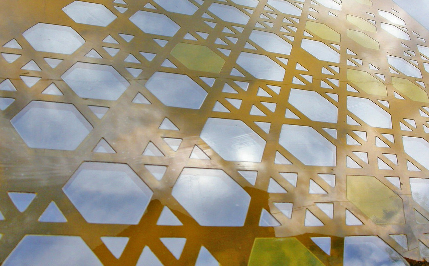 Yellow designer glass screens 'Islamic'