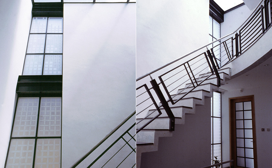 Interplay of varying acid-etched white tones for the privacy issue at the lower level and erosion into clear areas in the upper sections, paralleling the natural movement of light.